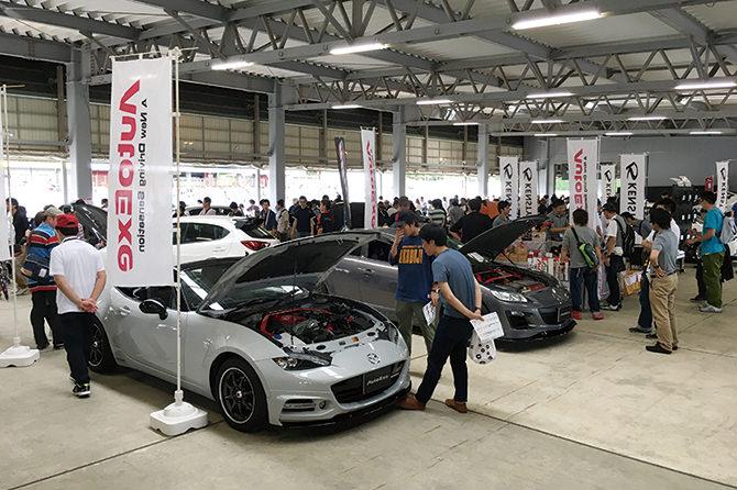 カスタマイズカー展示&グッズショップ